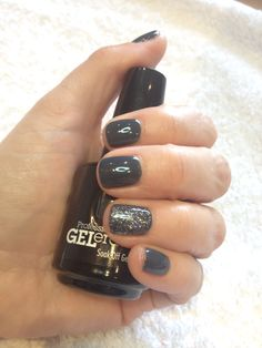 Grey gel nails with glitter. Jessica GELeration gel in NY State of Mind with Wedding Band glitter by tlcbeautytherapy.com