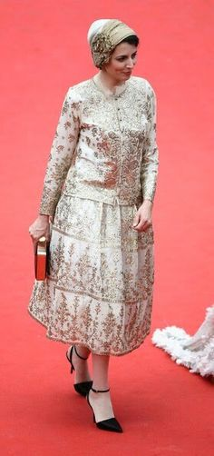 Leila Hatami (actress) Persian Dress, Iranian Beauty, Iranian Actors, Cyrus The Great, We Wear, How To Wear, Alexander The Great, Famous Women, Traditional Outfits