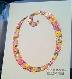 Button Monogram Button & Swarovski Art by BellePapiers Diy Baby Gifts, Baby Crafts, Handmade Gifts, Button Art, Button Crafts, Button Letters, Simple Gifts, Easy Gifts, Alphabet