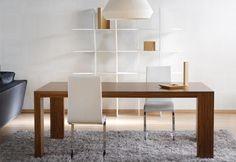 COME Τραπέζι σε ξύλο καρυδιάς, δρυός ή λάκα. Σε ποικιλία διαστάσεων και χρωμάτων.