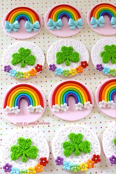 Set of rainbow and clovers cupcake toppers por CakesbyAngela