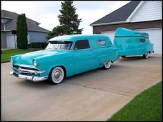Manufactured in Medford, believed to be only 16 of these trailers ever built and reportedly only 6 are left today. Designed in the same style as the 53/54 Fords, the most unique feature is the fully functional, removable 16′ fishing boat which doubles as the trailers roof when not in use!