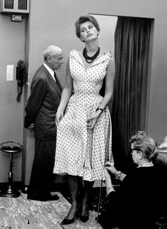 Sophia Loren --can we talk about how much i love Sophia Loren & how much i LoveLoveLOVE this outfit? fabulous.