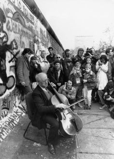 Famed Cellist Mstislav Rostropovich plays the cello suites of Bach at the Berlin Wall, a few days after it fall, Nov. 11th, 1989 (Photo: Reuters)