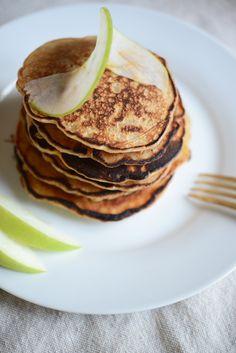 the best cozy fall breakfast: apple cinnamon pancakes