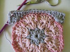 tutorial crochet, granny square, español, paso a paso, foto, flor africana, manta tejida