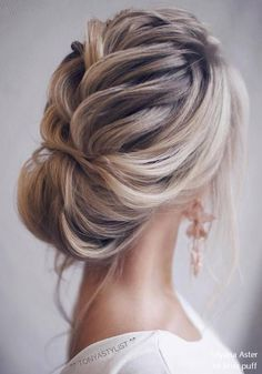 Ulyana Aster Long Wedding Hairstyles #weddinghairstyles