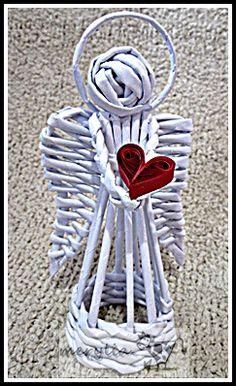 angel papel periodico Straw Weaving, Paper Weaving, Weaving Art, Basket Weaving, Christmas Sewing, Christmas Paper, Christmas Angels, Diy Paper, Paper Art