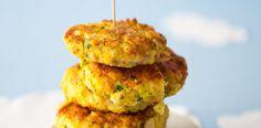 Cibuli dejte na dno širšího hrnce nebo pánve s vyšším okrajem, navrch posaďte rybí filé a zalijte vývarem. Přiveďte k varu a pak nechte na mírném ohni... Salmon Burgers, Mashed Potatoes, Cauliflower, Fish, Vegetables, Ethnic Recipes, Fine Dining, Whipped Potatoes, Smash Potatoes