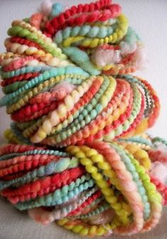 The things I could crochet with this yarn. Spinning Yarn, Hand Spinning, Knit Crochet, Crochet Pattern, Art Yarn, Vintage Roses, Knitting Yarn, Color Inspiration, Bunt