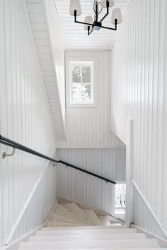 Trapphall Loft Railing, Staircase Railings, Staircase Design, Cottage Staircase, House Stairs, Gallery Wall Staircase, House Architecture Styles, Entry Stairs, Hallway Inspiration