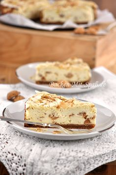 Amaretto- Käsekuchen A very aromatic cheesecake with amaretto liqueur and amaretti. The cake is delicious, has a correspondingly intense almond taste and has . Best Grilled Chicken Recipe, Amaretto Cheesecake, Baked Cheese, Sweet Pastries, My Dessert, Healthy Cake, No Bake Cake, Sweet Recipes, Bakery