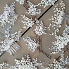 Невесты, для вас все самое красивое! Свадебная классика: гребни, шпилечки, веточки и обручи - они ждут своего заветного часа -------------------------------- Для заказа украшения ➡ 89113900110 ✏ Whats app/ Viber/ Директ -------------------------------- Будьте самыми красивыми #accessories #byolgaalferova #accessoriespskov #hairstyle #hairaccessories #weddingdress #weddingday #weddingaccessories #bridal #bridalaccessories #jewelry #amazing #dress #wedding #pskov #невеста #свадьба #по...