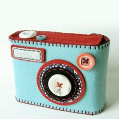 Check out what fantastic gadget cases Hiné  has created for your camera and iPhone. (via tryhandmade)