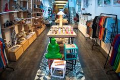 photo by Caroline Istas Last week, Ginkgo opened its 1st concept store at the heart of the backpackers district. I first met my first Ginkgo shirt on a vacation trip to Nha Trang and found Ginkgo ...