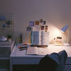 // @samalamsketches // Study Desk, Study Space, Desk Space, Desk Areas, Study Inspiration, Study Motivation, Dream Rooms, Bedroom Inspo, Bedroom Decor