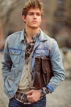 Check Out Hipster Haircut For Men Usually it is a variation of an older haircut from the or a hairstyle borrowed from an ancient culture. Check out these 30 hipster haircut for men 2015 and hairstyles we've picked out for you. Rugged Style, Mode Masculine, Style Brut, Men's Style, Photo Style, Stylish Men, Men Casual, Casual Wear, Mode Cool
