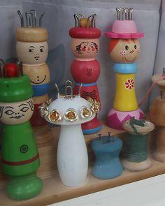 awww ... I <3 these knitting spools! So cute. :-)