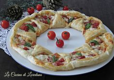 Antipasti per Capodanno - Tante semplici e sfiziose idee Empanadas, Crepes, Muffins, Party Finger Foods, All Things Christmas, Vegetable Pizza, Camembert Cheese, Buffet, Food And Drink