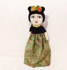 Frida Kahlo handmade doll by alittlevintagestore  -esta ni me gustó, pero nomás para compararla con la bernarda y hermana con pies.