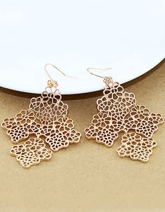 Vintage Gold Hollow Out Earring US$9.00