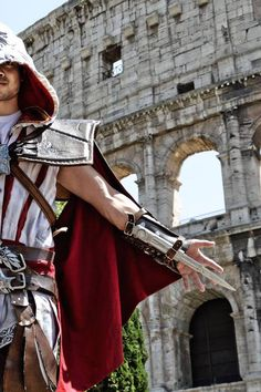 Osric Chau's Assassin's Creed Cosplay Adventures In Rome Male Cosplay, Best Cosplay, Cosplay Costumes, Awesome Cosplay, Cosplay Ideas, Assassins Creed Costume, Assassins Creed Series, Osric Chau, Clever Costumes