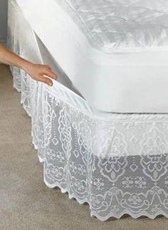 Una forma de realzar la vista de tu cama y darle mucho estilo es utilizando las faldas decorativas para colchón, ya sea que la compres hecha, la mandes a hacer o la hagas tu mismo si te gusta la costura. La hechura de estas faldas decorativas tienen su base en las cortinas, debes medir el contorno de tu cama para que el tamaño sea exacto. Puedes utilizar telas de colores, con diferentes texturas o algo más elaborado sería con crochet. Aquí dejo algunas ideas para que veas como se verían ya…