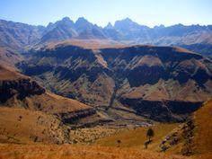 Cathedral Peak in the Drakensberg, South Africa (via @Nino_vV)