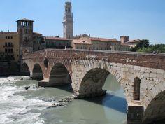 De Ponte Pietra, een Romeinse brug uit de 1e eeuw v. Chr. Al in de Romeinse tijd was de stad belangrijk, mogelijk stond zij eerder al onder Etruskische invloed. De Romeinen gebruikten Verona als uitvalsbasis voor hun veldtochten naar het noorden, over de Alpen. Na Rome heeft Verona de meeste bouwwerken uit de Romeinse periode. In 1239 overstroomde de stad.