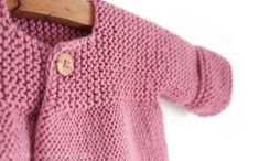Knitted baby cardigan pink lady -two needle knitting pattern & tutorial. Baby Cardigan Knitting Pattern Free, Baby Sweater Patterns, Knitted Baby Cardigan, Knit Baby Sweaters, Baby Pullover, Knitted Booties, Knitted Baby Clothes, Baby Knitting Patterns, Baby Patterns