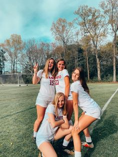 VSCO - maddiewilliamson - Images Cute Soccer Pictures, Cute Friend Pictures, Best Friend Pictures, Sports Pictures, Soccer Pics, Soccer Goals, Soccer Motivation, Girls Soccer, Sporty Girls