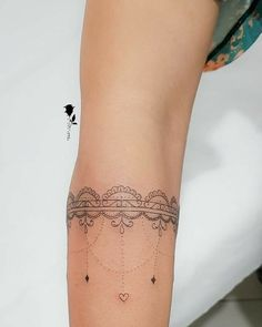61 Cute Tattoo Bracelet Design Just For You - Suitable Fashion Ideas for You Boho Tattoos, Trendy Tattoos, Forearm Tattoos, Finger Tattoos, New Tattoos, Sleeve Tattoos, Tatoos, Cuff Tattoo, Tattoo Band