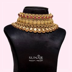Sunar presents the biggest range of Polski Jewellery Designs for Lifetime. Visit us today to feel it on yourself. We are located at Karol Bagh and South Ruby And Diamond Necklace, Gold Choker Necklace, Antique Necklace, Ruby Bracelet, Necklace Set, Gold Rings Jewelry, Gold Jewellery Design, Indian Wedding Jewelry, Jewels