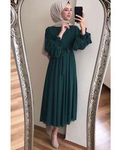 Görüntünün olası içeriği: bir veya daha fazla kişi dresses cheap short G- Modern Hijab Fashion, Hijab Fashion Inspiration, Muslim Fashion, Modest Fashion, Fashion Dresses, Modest Clothing, Abaya Fashion, Classy Fashion, Hijab Dress Party