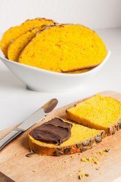 Delicious pumpkin bread with a bright yellow color. Delicious pumpkin bread with a bright yellow color. Savoury Baking, Vegan Baking, Healthy Baking, Pumpkin Recipes, Fall Recipes, Vegan Pumpkin Bread, Healthy Pumpkin, Fall Baking, Mini Desserts