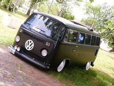 VW Bus - but not slammed like this. Volkswagen Transporter, Volkswagen Bus, Vw T1 Camper, Vw Bus T2, Combi Vw T2, Combi Ww, Wolkswagen Van, Kombi Clipper, Kombi Pick Up