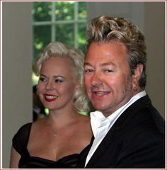 ♫'''.♥.Julie Reiten Setzer & Brian Setzer.♥. , photo by The Washington Post...☺...'''♫ http://www.gettyimages.fr/detail/photo-d'actualit%C3%A9/st_whdinner-6-29-06-181753-white-house-post-photos-photo-dactualit%C3%A9/103800038