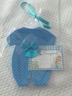 Lembrancinha para nascimento, cha de bebê, confeccionada em eva, vem embalada em saquinho celofane,fitinha e tag,pode ser como ima de geladeira
