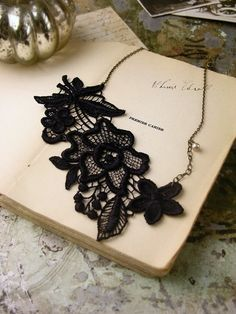 ~Black Lace Necklace~