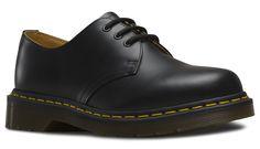 aab52d06725 7 meilleures images du tableau Chaussures - Doc Martens