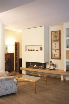 Scandinavian Fireplace Design Ideas, Pictures, Remodel and Decor Corner Fireplace Mantels, Home Fireplace, Brick Fireplace, Fireplace Design, Fireplace Ideas, Fireplace Modern, Mantel Ideas, Linear Fireplace, Farmhouse Fireplace