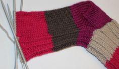 Sokker steg for steg med bilder - garn Fingerless Gloves, Arm Warmers, Knitted Hats, Diy And Crafts, Winter Hats, Apps, Knitting, Peta, Fashion