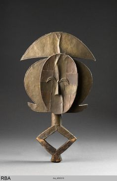 776×1200)Kota & Gabun & Zentralafrika 1801/2000 StatuetteSkulptur Holz Kupfer Messing Höhe: 59,5 cm Köln, Rautenstrauch-Joest-Museum