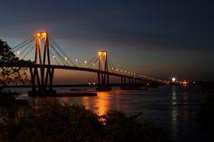 puente General Belgrano, que une con el Chaco, Corrientes, Argentina Golden Gate Bridge, Bridges, Places To Visit, America, Travel, Argentina, Roads, Walks, Paths