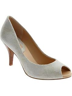 A classic shoe with a discreet pattern. #fashion