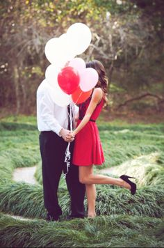Adorable #valentines #engagement #shoot #balloons