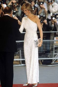 Princess Diana wore this white asymmetric gown covered in silver bugle beads by Hachi. Princess Diana wore this dress to the James Bond Premiere in June, Lady Diana Spencer, Princesa Diana, Royal Dresses, Nice Dresses, Iconic Dresses, Traje A Rigor, Princess Diana Fashion, Princess Diana Dresses, Princess Diana Family