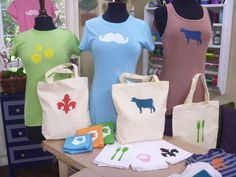 DIY Small Batch Screen Printing Tutorial — Using Embroidery Hoops Stencil Diy, Stencil Designs, Stencils, Screen Printing Shirts, Embroidery Hoop Art, Printing On Fabric, Crafts For Kids, Craft Kids, Diy Crafts