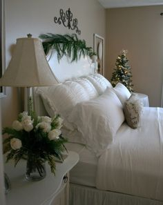 Christmas BEDROOM...will do this this Christmas..very pretty