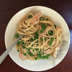 Pasta with salmon and peas